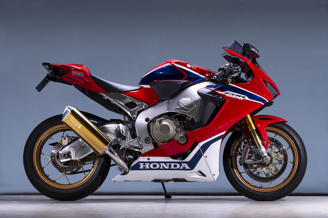 CBR1000RR SLIP-ON TYPE-SA 認証 ゴールド